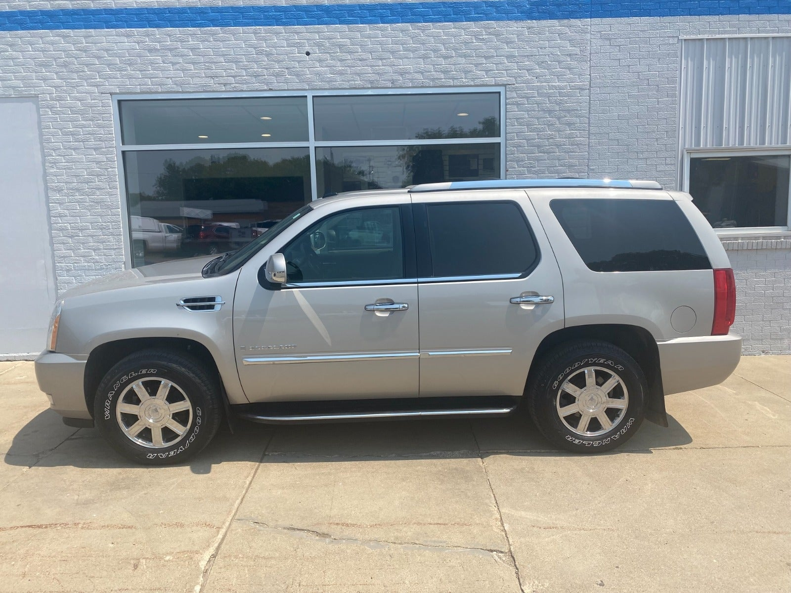 Used 2008 Cadillac Escalade  with VIN 1GYFK63818R190854 for sale in Edgerton, Minnesota